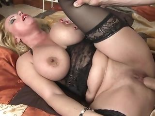 Light-haired mama with meaty boobs opens up vagina for youthful youngster freesex