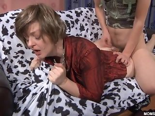 Youthful boy entices Russian 40 year elder mature and drills her cootchie porn tube