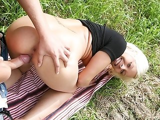 Blond bimdo in bang-out pickup flick sextube