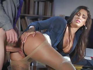 Milf gets laid at the office with the new mendicant